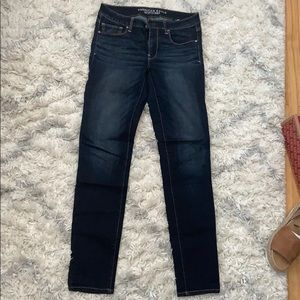 AEO dark wash super stretch skinny jean (6 LONG)